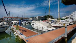 Marina Port Joan, Roses 3